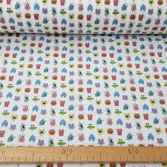 Cotton Martians Colors fabric - Cotton fabric digital printing with drawings of little colorful Martians on a white background. The fabric is 140cm wide and its composition is 100% cotton.