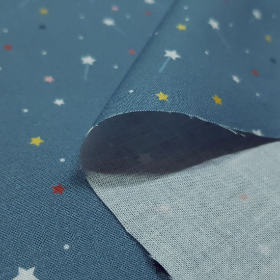 Cotton Magic Wands Fabby fabric - Organic cotton fabric (GOTS) with drawings of magic wands, colored stars and polka dots on a blue background. The fabric is 150cm wide and its composition is 100% cotton.