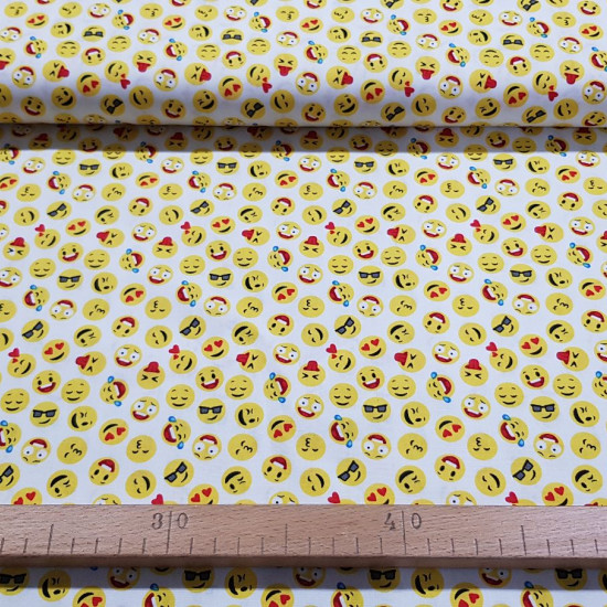 Cotton Emoticons Mini fabric - Poplin cotton fabric with drawings of faces or emoticons on a white background. The fabric is 140cm wide and its composition is 100% cotton.