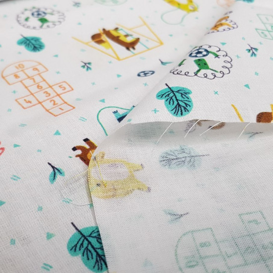 Cotton Animals Playing Playtime fabric - Organic cotton poplin fabric (GOTS) with drawings of animals playing in the schoolyard, rope games, hopscotch, swings ... The fabric is 150cm wide and its composition is 100% cotton.