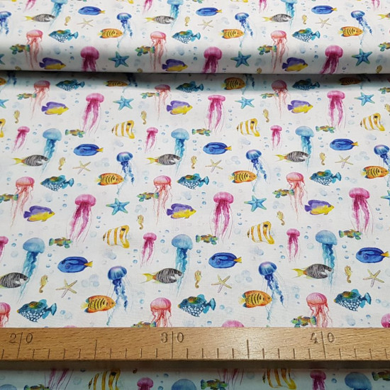 Cotton Jellyfish Colorful Fish fabric - Organic cotton poplin fabric with drawings of jellyfish, fish, seahorses and starfish on a white background. The fabric is 150cm wide and its composition is 100% cotton.
