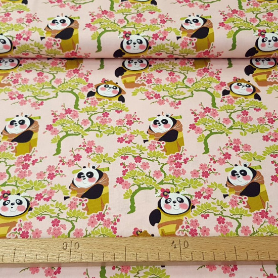 Cotton Floral Kung Fu Panda fabric - Cotton fabric licensed Dreamworks where the character Po from the animated film Kung Fu Panda appears on a flowered background. The fabric is 150cm wide and its composition is 100% cotton.