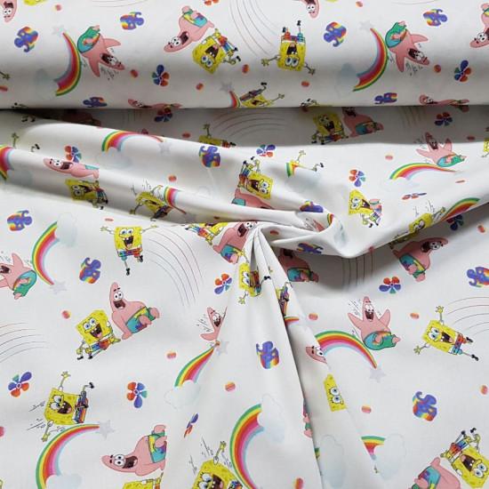 Tela Algodón Bob Esponja Patricio Arcoiris - Tela de algodón licencia con dibujos de los personajes Bob Esponja y Patricio sobre un fondo blanco con arcoiris y flores. La tela mide 150cm de ancho y su composición 100% algodón.