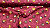Cotton Harry Potter Kawaii Characters fabric - Licensed cotton fabric with drawings of the characters from the Harry Potter saga in Kawaii style, on a background in garnet tones. The fabric is 110cm wide and its composition is 100% cotton.