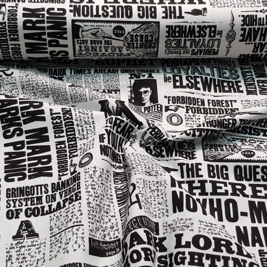 Cotton Harry Potter Newspaper fabric - Licensed cotton fabric with a newspaper background in black and white related to the Harry Potter saga. The fabric is 110cm wide and its composition is 100% cotton.