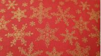 Tela Algodón Navidad Estrellas Doradas Rojo - Tela de algodón con dibujos de estrellas o copos dorados sobre fondo rojo. La tela mide 150cm de ancho y su composición 100% algodón.