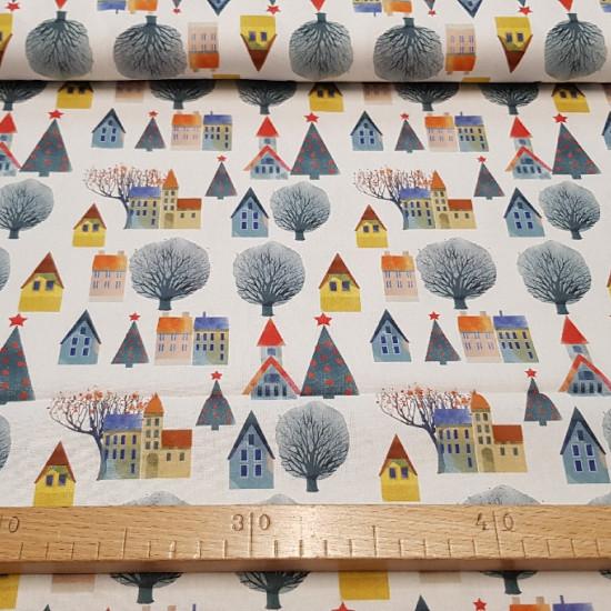 Tela Algodón Navidad Casitas Árboles - Bonita tela de algodón con dibujos de casitas y árboles de navidad sobre un fondo blanco. Una tela muy apropiada para decoración navideña. La tela mide 140cm de ancho y su composición es 100% algodón.
