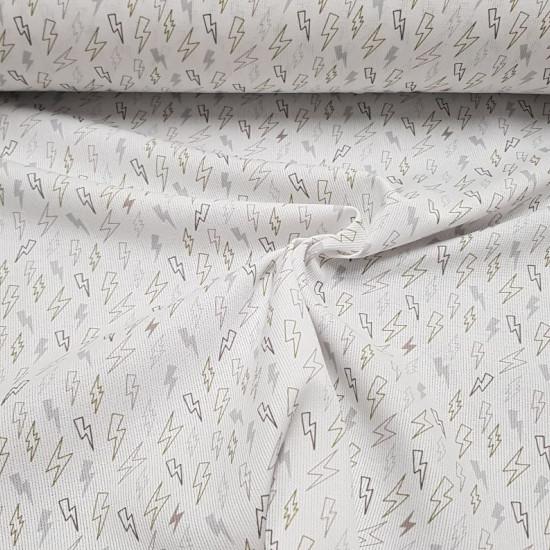 Tela Piqué Rayos Caqui - Tela de piqué canutillo algodón con dibujos de rayos en tonos grises y caqui sobre un fondo blanco. La tela mide 150cm de ancho y su composición 100% algodón.