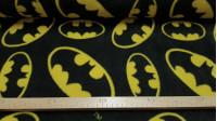 Tela Polar Batman Logo - Tela de polar licencia DC Comics en la que aparecen logos de Batman de diferentes tamaños sobre un fondo negro. La tela mide 145cm de ancho y su composición 100% poliester, con un gramaje de 220gr/m2
