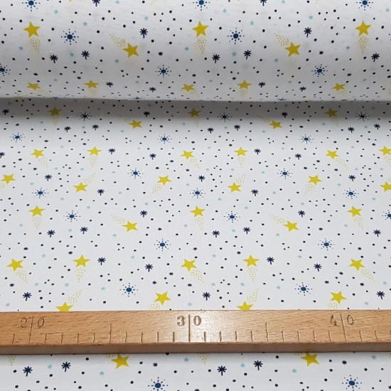 Tela Punto Algodón Estrellas Espacio - Tela de punto algodón con dibujos de varias estrellas de colores y tamaños sobre un fondo blanco. La tela de punto cede un poco ya que lleva en su composición spandex. Ideal para confecciones infantiles de todo tipo.