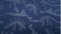Tela Softshell Dinosaurios Brilla en la Oscuridad - Tela Softshell con dibujos de esqueletos de dinosaurio,que se ilumina en la oscuridad. El color del fondo es un azul oscuro.La tela Softshelles una tela funcional que se compone de 3 capas, la capa ex