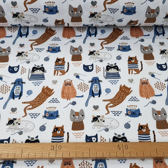 Cotton Jersey GOTS Kittens Balls fabric - Organic cotton jersey fabric with drawings of many kittens and balls of wool on a white background. The fabric is 150cm wide and its composition 95% cotton - 5% elastane