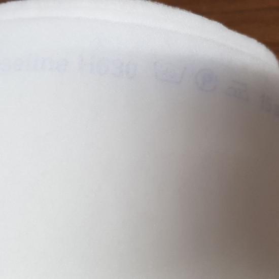 Tela Guata Termoadhesiva H630 - Guata H630 termoadhesiva por una cara ideal para manualidades patchwork, confección de bolsos, mochilas… La tela mide 90cm de ancho y su composición 100% poliester