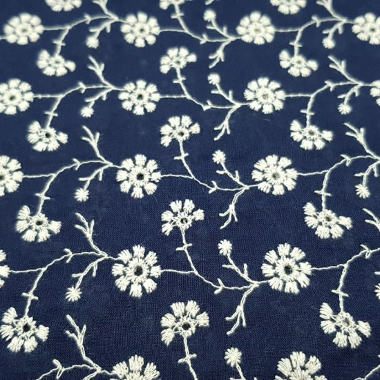 Cotton Embroidered Flowers fabric - Cotton fabric embroidered with drawings of floral motifs. The fabric is 135cm wide and its composition is 100% cotton.