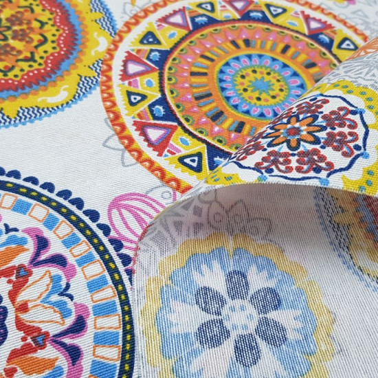 Tela Loneta Mandalas Pájaros - Tela de loneta, fuerte y resistente, con dibujos de mandalas y pájaros de varias formas y coloressobre un fondo claro. Este tejido es ideal para tapicería y decoración, ya que posee un ancho de 280cm. Además combina