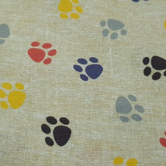 Loneta Huellas Perritos fabric - Tela muy colorida de tejido loneta con dibujos de huellas de perro de varios colores sobre un fondo claro casi blanco. La loneta es perfecta para creaciones y trabajos de decoración, ya que cuenta con un ancho de 280cm q