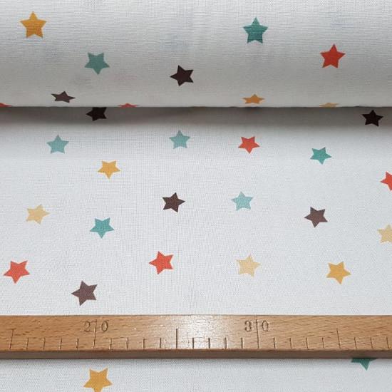 Tela Half Panamá Digital Estrellas - Tela de loneta half panamá en impresión digital con dibujos de estrellas de coloressobre fondo blanco. La tela mide 280cm de ancho y su composición 100% algodón.