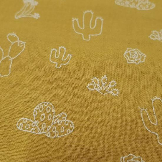 Tela Doble Gasa Cactus Ocre - Tela de doble gasa o muselina con dibujos de varios tipos de cactus en trazos blancos sobre un fondo de color ocre. La tela mide 130cm de ancho y su composición 100% algodón.