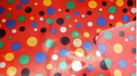 Tela Raso Topos Multicolor - Tejido de raso, brillante por una cara y con bastante caída. Estampado de topos en varios colores sobre fondo rojo. Ideal para disfraz de payaso. La tela mide 150cm de ancho y su composición 100% poliester.