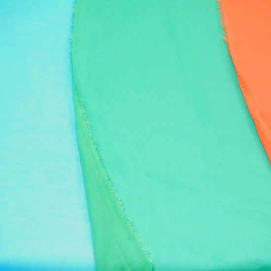 Chiffon Polyester fabric - Very fine semi-transparent fabric for making party dresses, accessories such as foulards... The fabric is 150cm wide and its composition is 100% polyester.