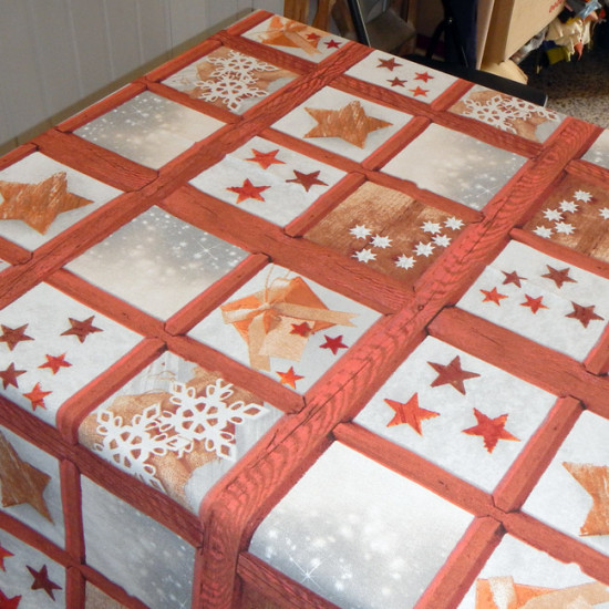 Tablecloths Christmas Drawing 3 fabric - Ideal fabric for Christmas table linen with drawings of stars and snowflakes on a background that simulates a wooden window