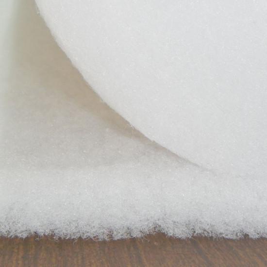 Tela Guata Acolchar Fibra - Tejido de fibra que se utiliza de relleno para almohadas, cojines, disfraces... y también en manualidades de Patchwork. Tiene un peso de 200g/m2 La tela mide 160cm de ancho y su composición 100% acrílico.