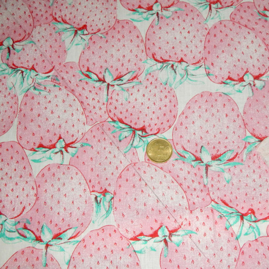 Cotton Strawberry White fabric - Cotton fabric with strawberry drawings on white background.