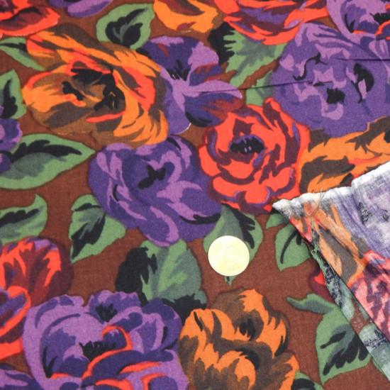 Tela Viscosilla Flores - Tejido de Viscosilla estampada con dibujos de flores, donde predominan los colores lilas, rojos y marrones La tela mide 80cm de ancho y su composición 100% fibrana
